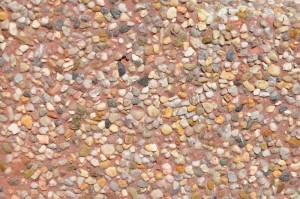 Kamień rzeczny barwiony na czerwono